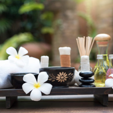 thai-spa-massage-compress-balls_38927-31